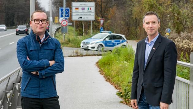 Georg Djundja (Bürgermeister Obendorf) und Peter Eder (Präsident Arbeiterkammer Salzburg) (Bild: © www.wildbild.at)