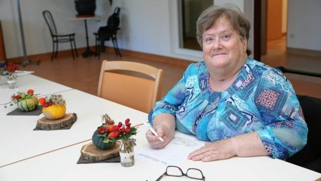 Eva J. lebt im Caritas-Pflegewohnhaus St. Elisabeth in St. Pölten (NÖ) und wünscht sich ein Häkelbuch. (Bild: Tomschi Peter)