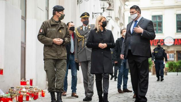 Oskar Deutsch (re.), Verteidigungsministerin Klaudia Tanner und Brigadier Kurt Wagner, (Bild: Carina KARLOVITS/HBF)
