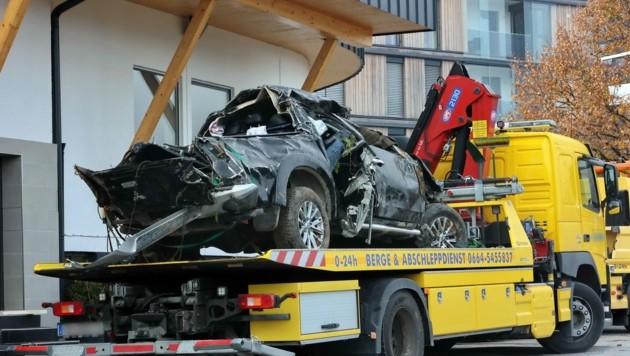 Der verunfallte Mitsubishi-Pick-up wurde bereits abgeschleppt. (Bild: Roland Hölzl)