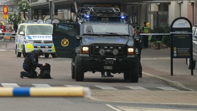 Der schwedische Bombenschutz riegelte das Gebiet um die Explosionsstelle ab. (Bild: AFP/TT News Agency/Frida Winter)