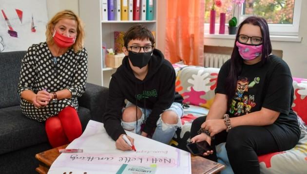 Kornelia Haindl-Baumann erarbeitet mit Maid und Jenny Regeln fürs Handy (Bild: Dostal Harald)