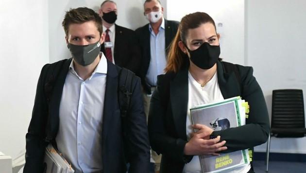 David Stögmüller und die Fraktionsführerin Nina Tomaselli vertreten die Grünen im Ibiza-U-Ausschuss. (Bild: APA/Helmut Fohringer)