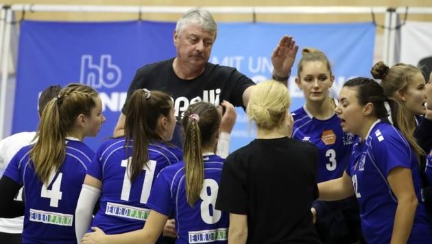 Die PSVBG-Girls um Trainer Uli Sernow sind in der Volley League vorerst zum Zuschauen verurteilt. (Bild: Tröster Andreas)