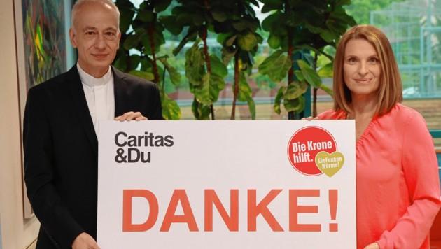 """""""Krone""""-Ombudsfrau Barbara Stöckl und Caritas-Präsident Michael Landau sagen Danke für die Unterstützung der Hilfsaktion. (Bild: Zwefo, Krone KREATIV)"""