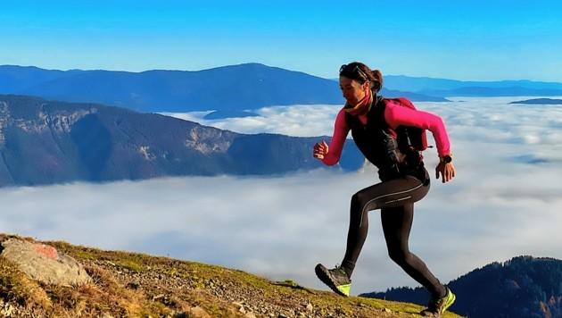 Im flotten Lauftempo ist Lissi Mikl in den Bergen unterwegs. Das Dreiländereck zählt neben dem Dobratsch zu ihren Lieblingsplätzen. (Bild: Wallner Hannes)