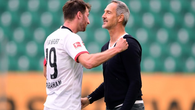 Adi Hütter (re.) und David Abraham (Bild: AFP)