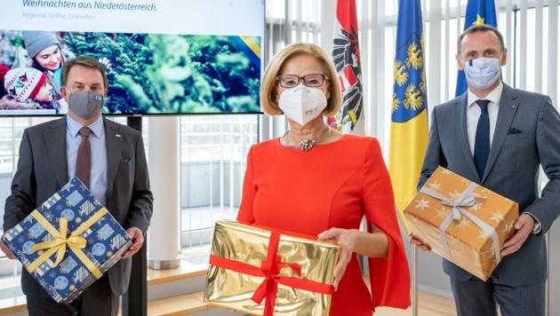 """Ecker, Mikl-Leitner, Danninger: Die Aktion """"Weihnachten aus Niederösterreich"""" ist Beweis für die gute Zusammenarbeit zwischen der Landesregierung und den Unternehmen. (Bild: NLK Filzwieser)"""