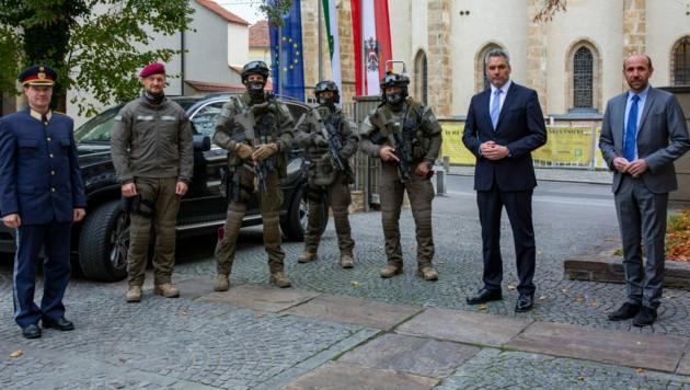 Innenminister Karl Nehammer und der Direktor für öffentliche Sicherheit, Franz Ruf, in Graz (Bild: LPD/Julia Heimgartner)