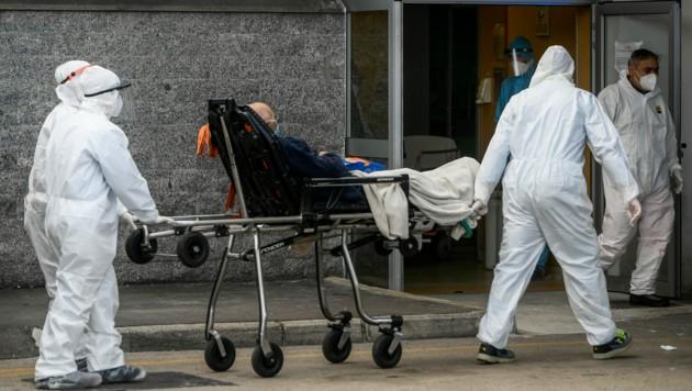 Im Cardarelli-Krankenhaus in Neapel herrschen chaotische Zustände. (Bild: AFP)