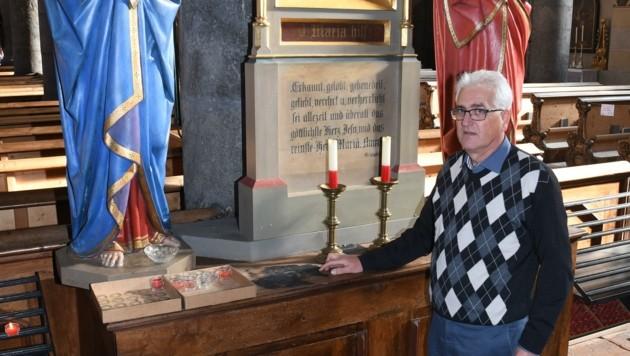 Pfarrer Martin Müller an der Stelle, wo er das Feuer löschte. (Bild: ZOOM.TIROL)