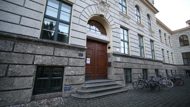 Der Wissenschaftler ist am Fachbereich Politologie am Rudolfskai als Projektmitarbeiter tätig (Bild: Tröster Andreas)