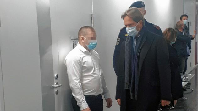 Der 28-jährige Rumäne mit Anwalt Alexander Philipp (Bild: Peter Grotter)