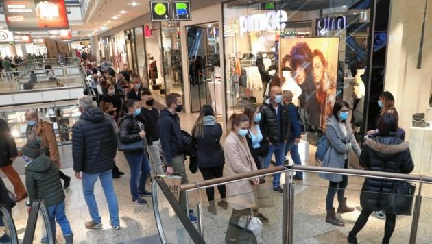 Beim Thema Einkaufen an den Adventsonntagen zeigt sich die Gewerkschaft jetzt erstmals gesprächsbereit. (Bild: Uta Rojsek-Wiedergut)