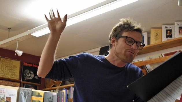 Der Würdigungspreis ging an Poetry Slammer Stefan Abermann. (Bild: Manuel Matt)