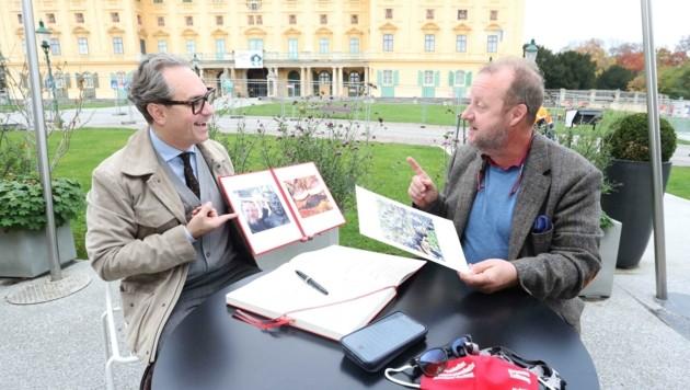 Zwei Beutesteirer im Burgenland: Martin Weinek erklärt Dominik Orieschnig, mit welchen Augen er die Welt sieht. (Bild: Judt Reinhard)