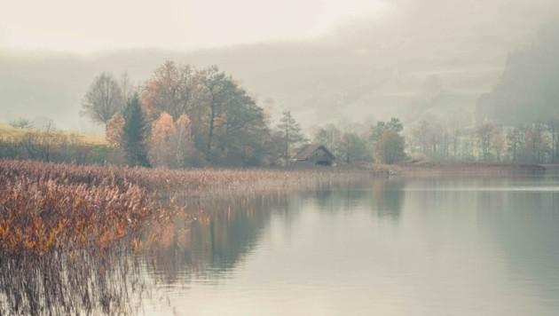 So romantisch der Irrsee im Nebel am Foto wirkt, das graue Wetter kann zu Depressionen führen (Bild: Wenzel Markus)