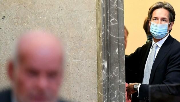 Das Coronavirus hat die Pläne der Richterin durchkreuzt, für Karl-Heinz Grasser heißt es erneut: Bitte warten! (Bild: APA/Helmut Fohringer)