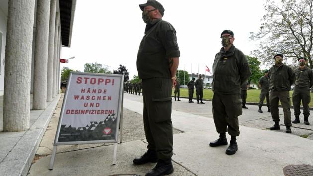 Milizsoldaten rücken zur Corona-Teilmobilmachung ein. (Archivbild Mai 2020) (Bild: APA/HELMUT FOHRINGER)