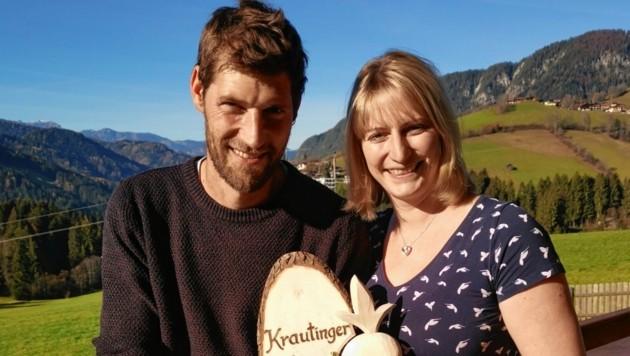 """Lisa und Thomas Gruber vom Hinter-Tiefentalhof in Wildschönau holten sich den Titel """"Krautinger des Jahres 2020"""" – übrigens ihr bereits sechster Titelgewinn. (Bild: TVB Wildschönau)"""