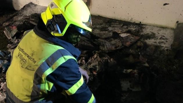 Zu einem Müllcontainerbrand musste die Hauptfeuerwache in Villach ausrücken (Bild: Hauptfeuerwache Villach)
