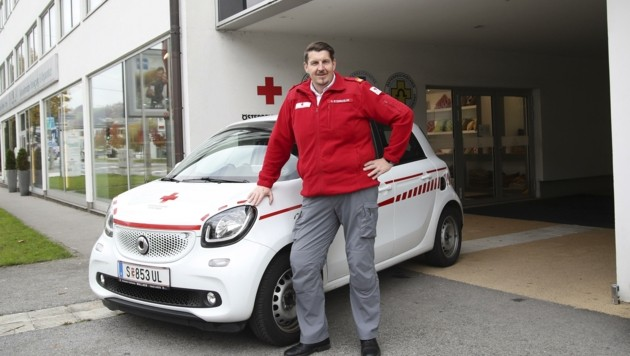 Helmut Steinkogler vom Roten Kreuz ist an den Schulen unterwegs (Bild: Tröster Andreas)
