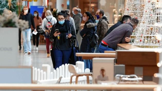 Auch im Europark waren am Montag viele unterwegs, um noch nach Schnäppchen zu suchen und die Rabatt-Aktionen zu nutzen. (Bild: Markus Tschepp)