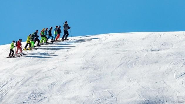 Im vergangenen Winter waren salzburgweit rund 5000 Skilehrer mit ihren Schülern unterwegs (Bild: EXPA/ JFK)
