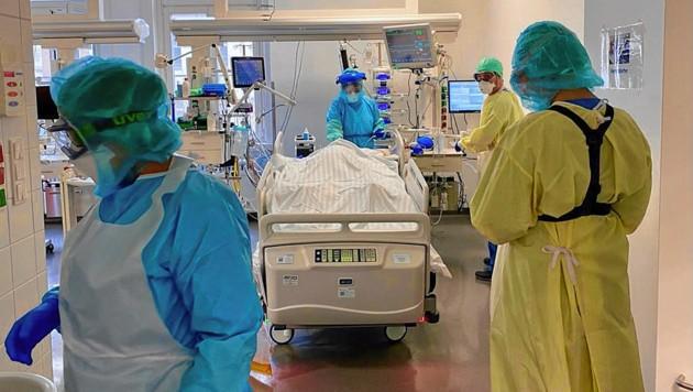 Ein Intensivpatient im Krankenhaus Hietzing (Bild: Gesundheitsverbund)
