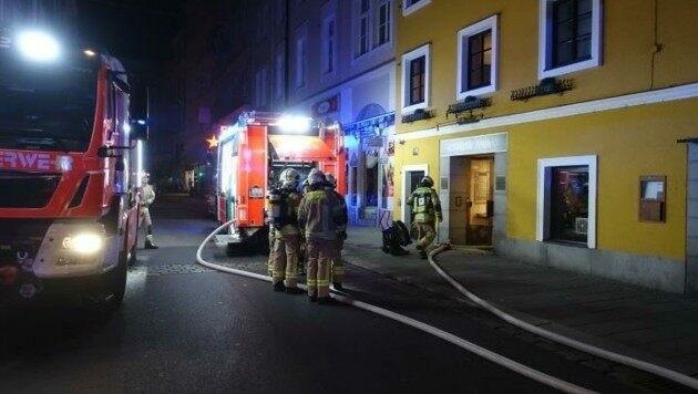 Die Feuerwehr verhinderte, dass das Hotel in Flammen aufging (Bild: BF Linz)