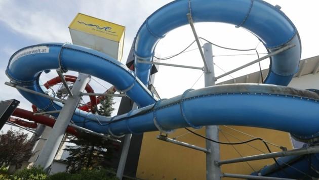 """Der Widerstand gegen Pläne, das Erlebnisbad """"Wave"""" in Wörgl ersatzlos zu schließen, wächst täglich. Nun sollen alle Orte im Bezirk Kufstein die Kosten stemmen. (Bild: Birbaumer Christof)"""