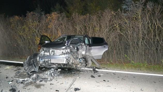 Schwer beschädigt wurden die beiden Fahrzeuge, nachdem ein Alko-Lenker mit seinem Wagen auf der L157 in Oeynhausen auf die Gegenfahrbahn gekommen war. (Bild: Freiwillige Feuerwehr Oeynhausen)