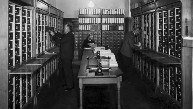 Das so genannte Register, in dem die Verträge und Kundenkarteien gesammelt wurden (Bild: Archiv Tiroler Versicherung)
