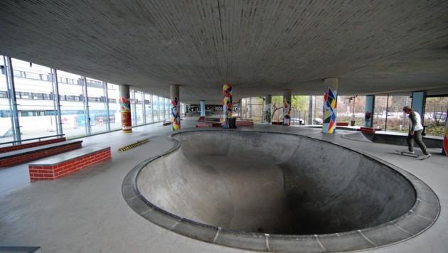 """Grundsätzlich hat der """"Cage"""" geöffnet - am Donnerstagvormittag war der Skatepark aber fast leer. (Bild: ANDREAS TROESTER)"""