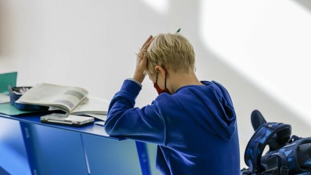 Was alle vermeiden wollten, ist doch wieder eingetreten: Kinder sitzen im Homeschooling. (Bild: Tschepp Markus)