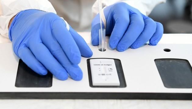 Antigen-Tests haben schon hohe Sicherheit (Bild: APA/Helmut Fohringer)