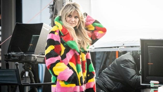 Heidi Klum trotzt im kuscheligen Mantel der Kälte. (Bild: Kay Nietfeld / dpa / picturedesk.com)