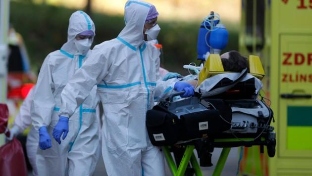 Der Notstand aufgrund der Corona-Pandemie soll in Tschechien bis 22. Jänner verlängert werden. (Bild: AP)