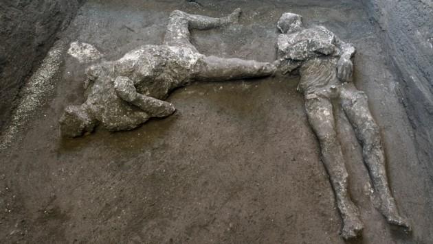 Bei dem Herren dürfte es sich um einen etwa 40-jährigen Mann handeln, der Sklave dürfte wesentlich jünger gewesen sein. (Bild: Parco Archeologico di Pompei via AP)