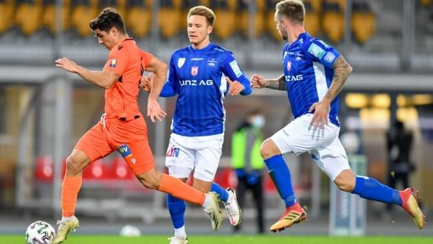 Hat sich bei Blau-Weiß Linz gut entwickelt: Felix Strauß (Mitte). (Bild: Dostal Harald)