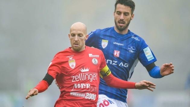 Seine Routine ist bei Blau-Weiß gefragt: Fabio Strauß (hinten). (Bild: GEPA pictures/ Christian Moser)