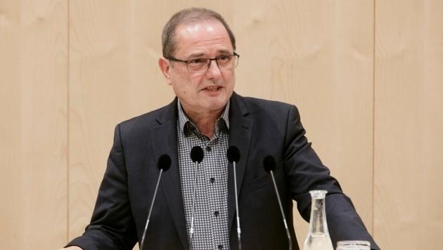Nationalratsabgeordneter Dietmar Keck (SPÖ) am Rednerpult (Bild: Parlamentsdirektion/Thomas Topf)