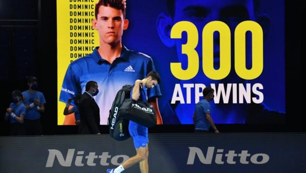Novak Djokovic tritt nach seiner Niederlage gegen Dominic Thiem ab. (Bild: APA/AFP/Glyn KIRK)