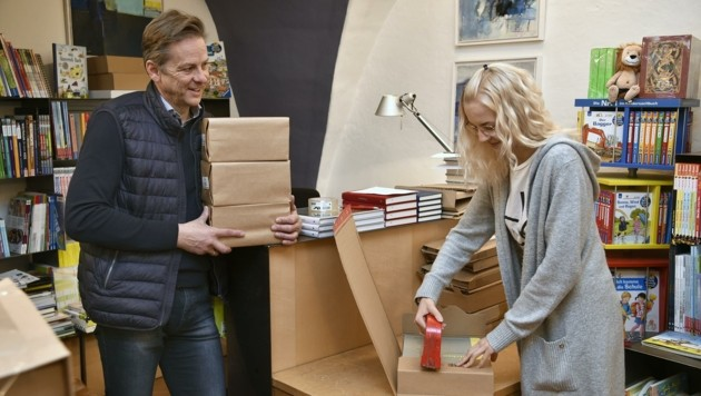 Bei Wolfgang Pfeifenberger gehen dieser Tage viele Buchbestellungen ein. (Bild: Holitzky Roland)