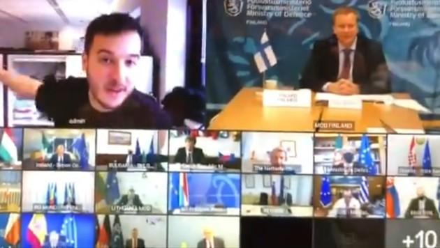 Der Journalist stach aus der Masse der Videokonferenz-Teilnehmer hervor. (Bild: twitter.com/mvanhulten)