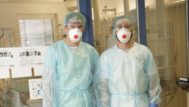 Schwerstarbeit im Schutzanzug: Die Diplom-Krankenpfleger Adi Steiner und Emil Magerer