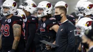 Arizona-Cardinals-Coach Kliff Kingsbury und seine Spieler. (Bild: AP/Lindsey Wasson)