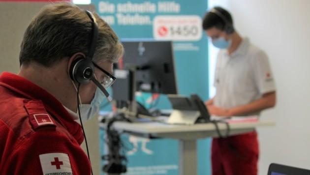 35 Mitarbeiter machen bei der Gesundheitshotline von Montag bis Sonntag Schichtbetrieb. (Symbolbild) (Bild: Rotes Kreuz Salzburg )