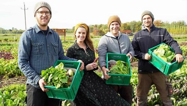 Die drei erfolgreichen Gemüsebauern besuchte Moderatorin Conny Bürgler von ServusTV