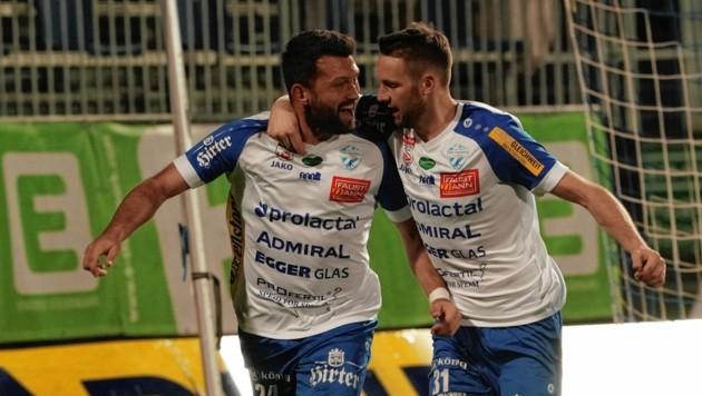 Dario Tadic (l. bejubelt von Rotter) erzielte gegen die Austria in den letzten drei Duellen gleich zwei Doppelpacks. (Bild: Sepp Pail)